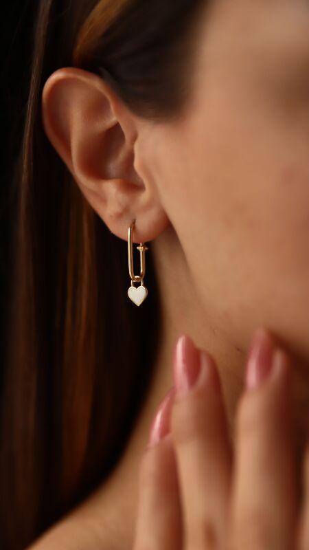 - Beyaz Kalpli Ataş Küpe